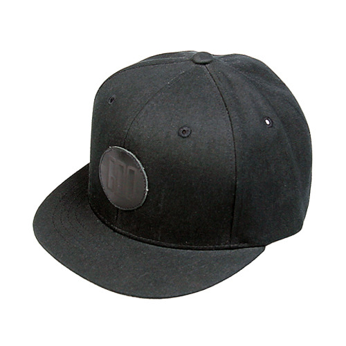 Leather patch black short snapback